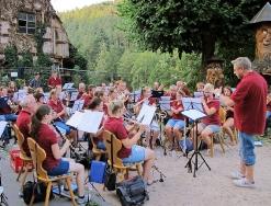 Harmonie spielt im Löwen Biergarten_10