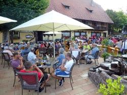 Harmonie spielt im Löwen Biergarten_11