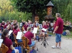 Harmonie spielt im Löwen Biergarten_13