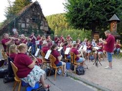 Harmonie spielt im Löwen Biergarten_14