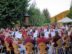 Harmonie spielt im Löwen Biergarten_6